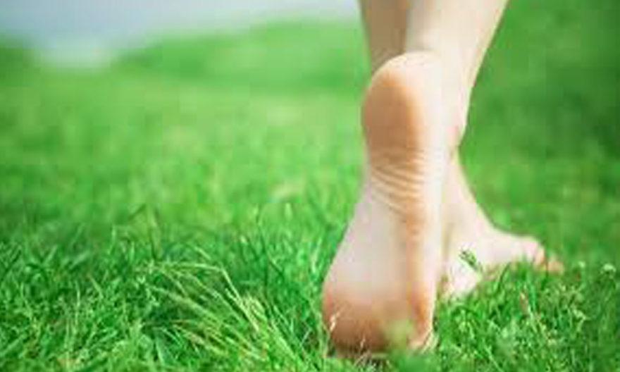 benefits-of-walking-without-chappal